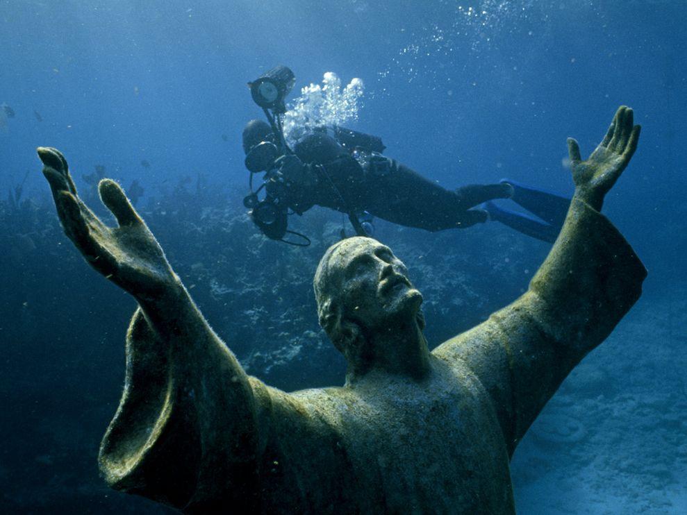 تحت المياه العالمي