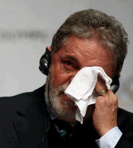 من هو هذا الرجل ؟؟ والاهم لماذا يبكى هذا الرجل ؟