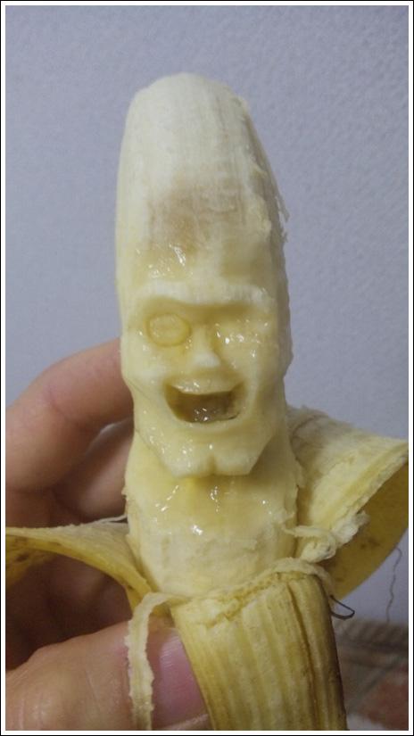 فن النحت على الموز وعمل شخصيات مجسمه ثلاثية الابعاد