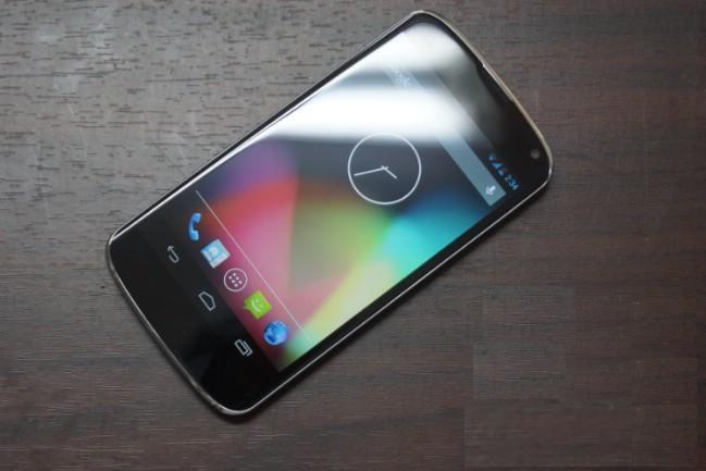 الهاتف المحمول Nexus 4 يحصل على نظام الأندرويد 4.2.2