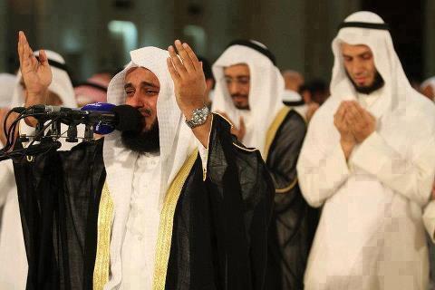 الشيخ مشارى بالأمس فى المسجد الكبير : بالكويت