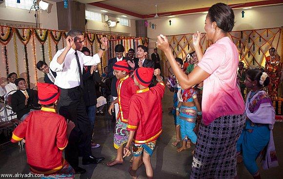 أوباما يشارك الأطفال مهرجان الأضواء