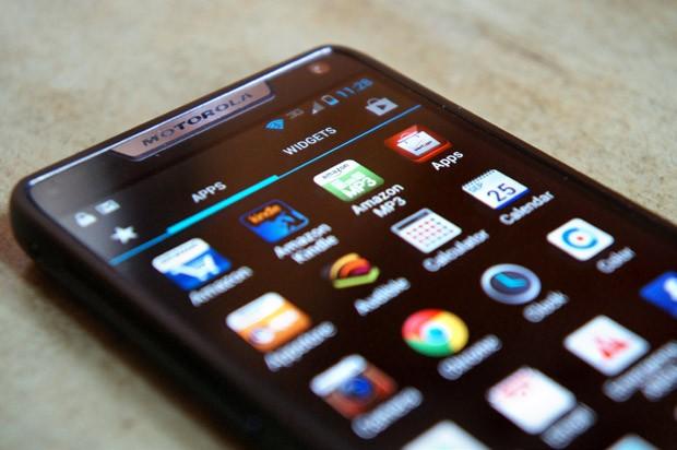 قوقل وموتورولا تعملان على أصدار هاتف وجهاز لوحي خارق