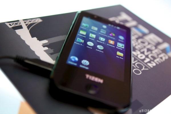 سامسونج تنوي أصدار أول هاتف بنظام Tizen في العام 2013