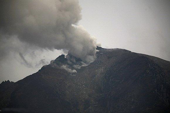 صور بركان سينابونغ في جزيرة سومطرة الأندونيسية