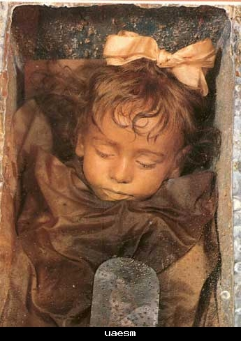 طفلة محنظة اجمل مومياء فى العالم