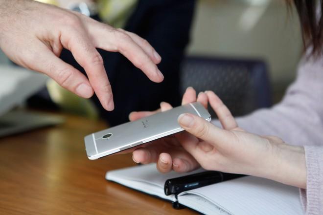 مالجديد في كاميرة الهاتف المحمول HTC One؟